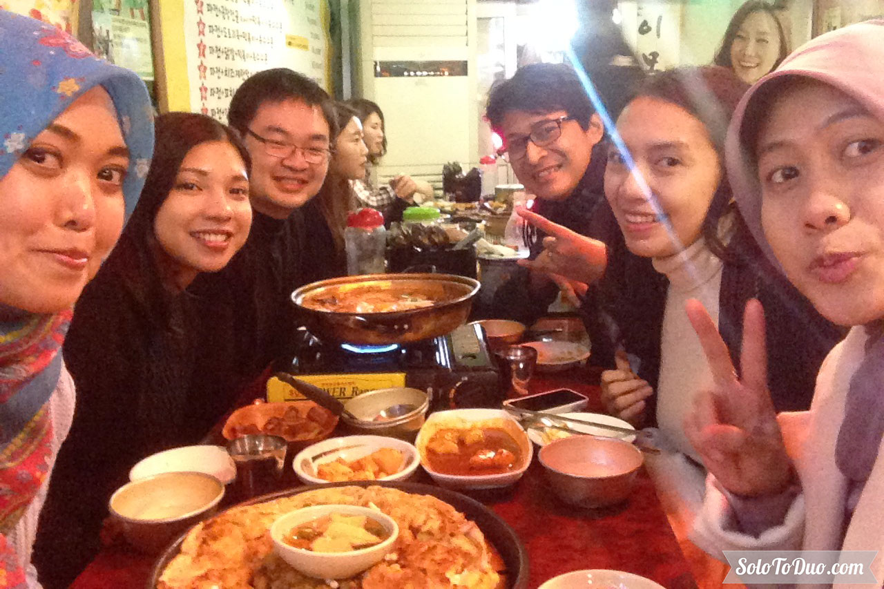 Makanan Wajib Coba di Seoul - Dinner with Friends